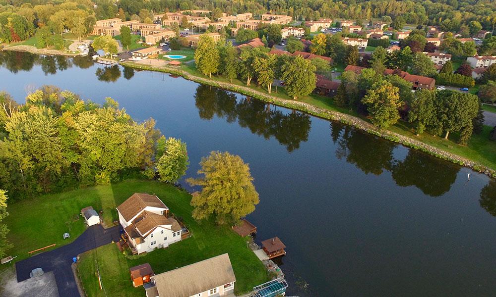 Homes along Seneca River in Onondaga County. Photo by Ken Sturtz.
