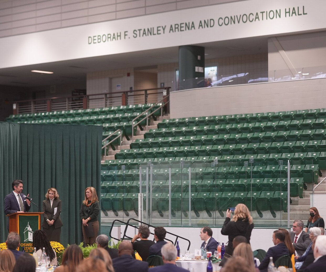 Read more about the article SUNY Oswego Donors Raise $2.4 million to Name the Deborah. F. Stanley Arena and Convocation Hall